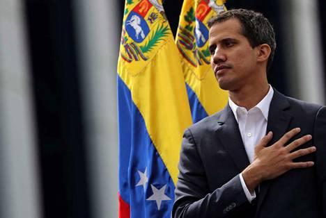 Juan Guaido julistautui presidentiksi keskiviikkona. Guaido pitää Maduron presidenttiyttä laittomana.