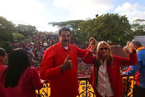 Venezuelan presidentti Nicolas Maduro uhkasi keskiviikkona katkaisevansa maansa diplomaattiset suhteet Yhdysvaltoihin. Donald Trump oli hetkeä aiemmin luvannut tukensa Juan Guaidolle, joka julistautui maan uudeksi presidentiksi.