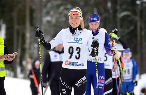 Hakan hiihtäjä Aino Vuorinen muutti Kuopioon opiskelemaan, koska halusi yhdistää ensihoitajan opinnot urheiluun.