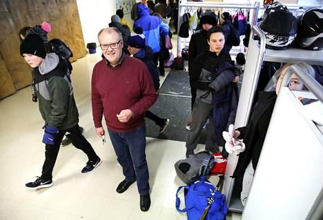 Euran yhteiskoulun rehtori Aimo Mattila iloitsee kunnan kohentuneista kiusaamisluvuista. –Vaikka koulussamme on nelisensataa oppilasta, pidämme kiinni yhteisöllisyydestä.