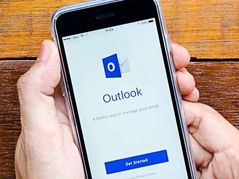 Jumissa. Microsoftin Outlookin ja Office 365 -sähköpostien käyttäjillä on parhaillaan ongelmia postiohjelmiensa kanssa.