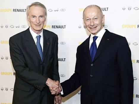 Vallanjako. Renaultin uusi pääjohtaja Jean-Dominique Senard (vas.) ja toimitusjohtaja Thierry Bollore seuraavat syrjään astunutta Carlos Ghosnia Renaultin johdossa.