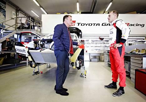 Puuppola on edelleen merkittävässä roolissa Toyotan rallitiimin kehitystyössä. Tommi Mäkinen ja Jari-Matti Latvala esittelivät tallin tiloja viime syksynä.