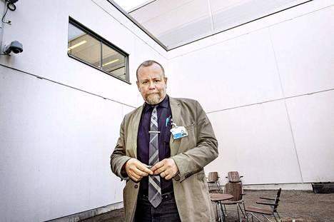 Psykiatrisen vankisairaalan vastaava ylilääkäri Hannu Lauerma kertoo, että vaikka elinkautisvanki arvioidaan riskihenkilöksi, tämä ei tarkoita sitä, että hän todennäköisesti tappaa jonkun.