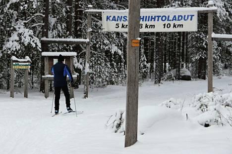 Hiittenharjun hyvässä kunnossa olevat ladut ovat kovassa käytössä. Kävimme jututtamassa, millaisia hiihtäjiä laduilta löytyy.