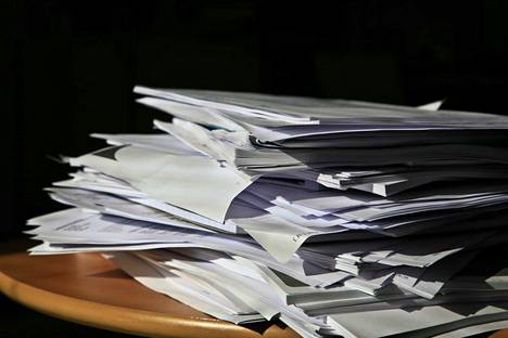 Paperisten esityslistojen ja pöytäkirjojen käsittely ei enää työllistä turhaan Multian kirjastossa.