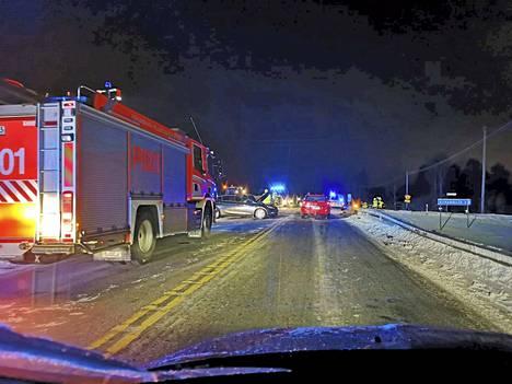 Perjantai-iltana Sastamalassa sattuneessa kolarissa oli osallisena useampi auto.