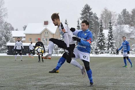 FC Haka pyöritti peliä Anton Popovitchin johdolla ensimmäisellä jaksolla enimmäkseen MYPA:n kenttäpuoliskolla.