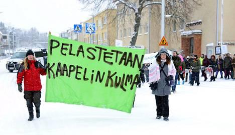 Mielenosoittajien kulkue lähti liikkeelle Musiikkiopistolta kohti kaupungintaloa.