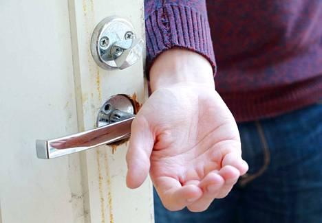 Remonttien aggressiivinen kotimyynti huolettaa viranomaisia. Kuvituskuva.