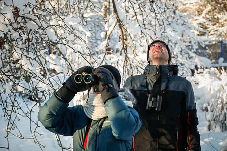Nokian Kattilaisessa asuvat Keijo Rantanen ja Sari Lehtinen antautuivat sunnuntaina Aamulehden kanssa Pihabongaukseen, vaikka ajatuksena oli nauttia tällä kertaa muutoin sykähdyttävästä talvikelistä.