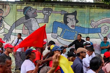 Venezuelan presidentti Nicolás Maduron kannattajat tulivat kaduille osoittamaan tukeaan Madurolle Caracasissa lauantaina.