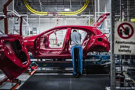 Metalli-, kone- ja autoteollisuuden tuotteet kattavat merkittävän osan Suomen ulkomaan-viennistä, varsinkin Saksaan. Seuraavaksi tärkeimmät vientituotteet tulevat puu- ja kemianteollisuudesta.