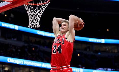 Chicago Bullsin Lauri Markkanen teki seurahistoriaa Cleveland Cavaliersia vastaan.