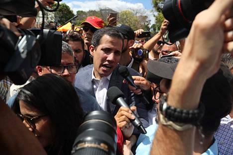 Oppositiojohtaja Juan Guaidó osallistui lauantaina Venezuelan presidentin Nicolás Maduron vastaiseen mielenosoitukseen.