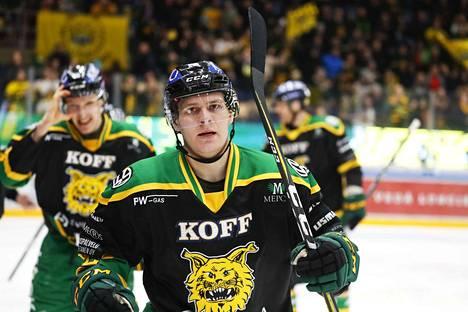 Arttu Ruotsalainen selviytyi säikähdyksellä lauantain JYP-ottelun kolhusta.