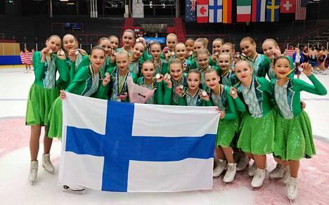 CrystalBlades pääsi juhlimaan kansainvälistä kisamenestystä Frölundaborgin jäähallissa upeilla yhteispisteillä.