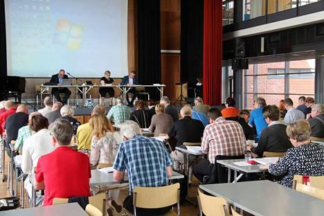 Kristillisdemokraattien Kyösti Rahkonen olisi toivonut, että Eero Koskela olisi ollut ensin yhteydessä omaan puolueeseensa.