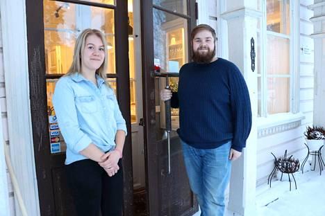 Heidi Huhtala ja Tuomas Sirén ovat Turengin Aseman uudet yrittäjät.