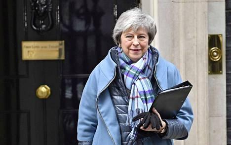Pääministeri Theresa May sai parlamentilta tuen neuvotella brexit-sopimukseen muutoksia.