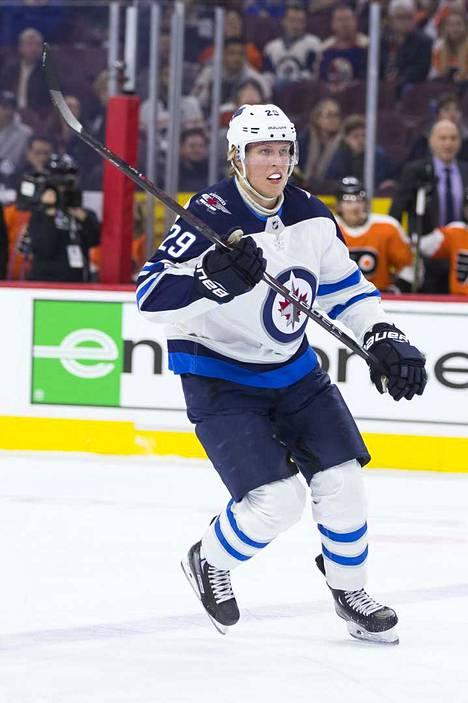 Patrik Laine ei ole ollut parhaimmillaan NHL-kaukaloissa viime aikoina. Viime yön Boston-kohtaamisen jääaika 10.05 on Laineen NHL-uran toiseksi pienin yksittäisessä ottelussa. Laine on kuitenkin pelannut viimeiset kaksi kuukautta 17 ja puolen minuutin peliaikakeskiarvolla, joka on Jets-hyökkääjistä neljänneksi paras ykkösketjun trion jälkeen.