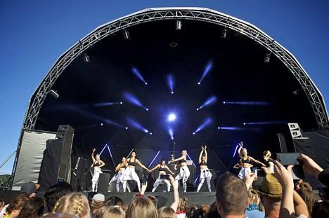 Viitteitä tulevasta show'sta? Darude esiintyi tanssiryhmän kanssa Ruisrockissa 2017.