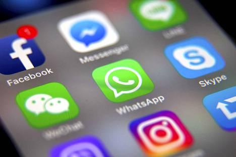 Sosiaalinen median applikaatiot ovat yleensä kätevästi kännykän näytöllä.