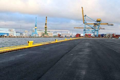 Rauman satamassa alkaa yt-neuvottelut. Ne ovat seurausta maaliskuun alussa voimaan tulevasta EU satamapalveludirektiivistä, joka velvoittaa palvelujen kilpailuttamiseen.
