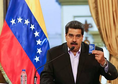 Nicolás Maduro syyttää Yhdysvaltoja vallankaappauksen ajamisesta. Madurolla on edelleen Venezuelan kenraalien tuki, jota pidetään tärkeänä.