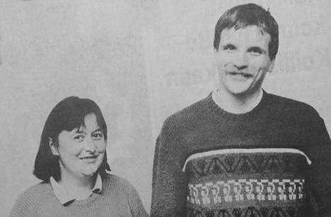 1989 Mäntän aluesairaala sai helpotusta lääkäripulaan, kun unkarilaissyntyinen lääkäripariskunta muutti kolme viikkoa sitten Mänttään. Zsuzsanna ja Peter Divinyi pitävät sairaalan lämpimästä ilmapiiristä. Pariskunta haluaa jäädä pysyvästi Suomeen kahden pienen lapsensa kanssa. Kahden miljoonan asukkaan Budapest tarjosi paljon mahdollisuuksia, mutta suurkaupungin kiireinen elämänrytmi lakkasi miellyttämästä perhettä.
