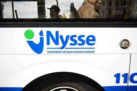 Torstaista alkaen Tampereen seudun joukkoliikenteen busseissa voi maksaa mobiililikertalipulla.