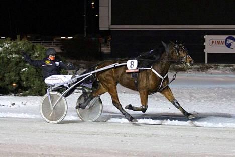 Anniina Lindfors ohjasti valmentamansa Jaquinta Gozan voittoon Porissa vajaat kaksi vuotta sitten.