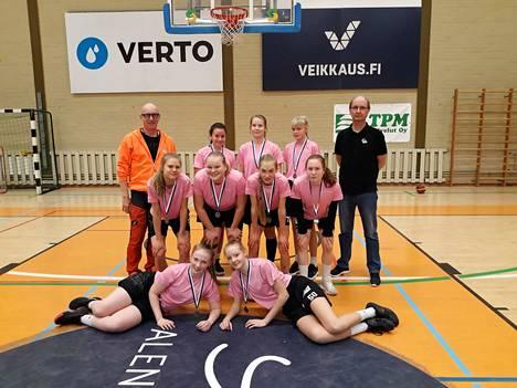 Nokianvirran koulun tyttöjen koripallojoukkue saavutti SM-hopeaa Koululiikuntaliiton yläkoulujen lopputurnauksessa.
