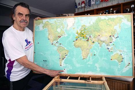 Markku Tunturilla on kotona kartta, johon hän merkinnyt juoksemansa kaukomaiden maratonit punaisella ja eurooppalaiset keltaisella. Golfmaat ovat vihreällä ja hiihtomaat valkoisella.