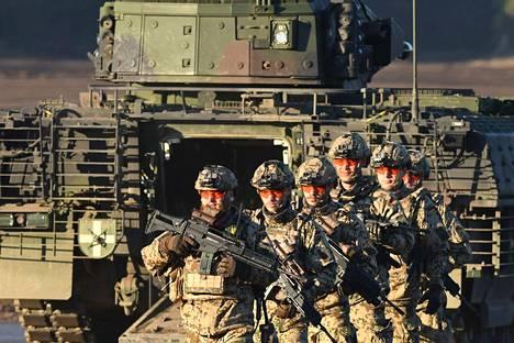 Saksan armeijan sotilaita osallistumassa sotaharjoitukseen viime syksynä. Saksa harkitsee ulkomaalaisten rekrytoimista armeijaansa.