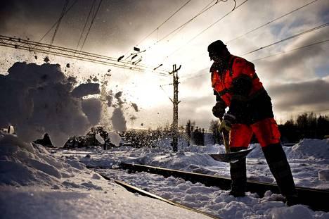 VR harventaa junavuoroja, jotta lumityöt saadaan tehtyä. Arkistokuva.