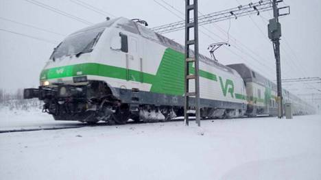 Onnettomuusjuna seisoi sunnuntaina Parkanon aseman lähettyvillä.