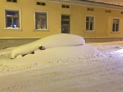Lunta oli Porissa sunnuntai-iltana jopa kymmeniä senttejä enemmän kuin normaalisti.