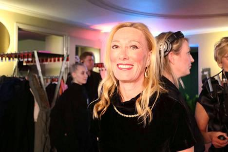Sophia Jansson on Tove Janssonin veljentytär. Hän valvoo muumihahmojen käyttöoikeuksia.