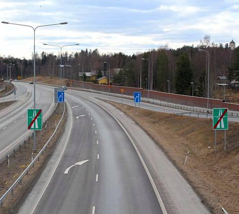 Nykyisellään Nokian moottoritien moottoritieosuus päättyy Nokian päässä Maatialaan.