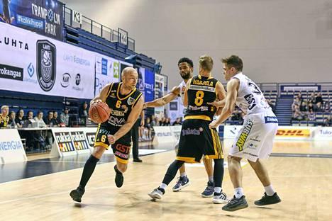 Timo Riihelä uurasti Lahtea vastaan liki 38 minuuttia tehden 29 pistettä ja ottaen 15 levypalloa.