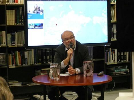 Kirjailija ja kääntäjä Martti Anhava kertoi Valkeakoskella, miten Siperia opettaa. Alkuun lähdettiin jo 1500-luvulta asti.