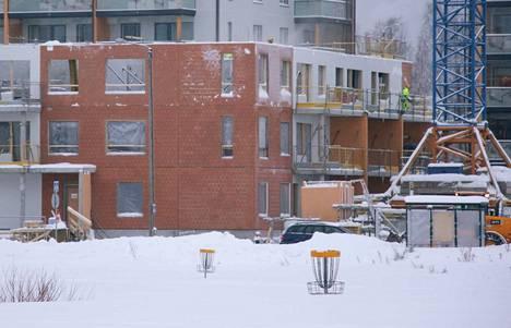 Sitoutumattoman valtuustoryhmän aloitteessa toivotaan, että Valkeakosken kerrostalotonttien vuokra- ja myyntihinnat pidettäisiin alhaisempina kuin naapurikunnissa ja Tampereella. (Kuvituskuva)