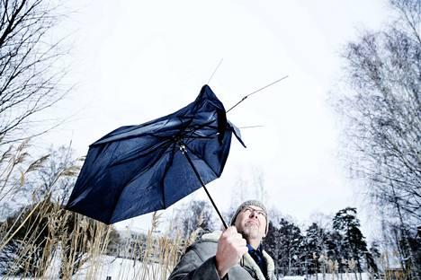Ilmastopakolaisuus on lajimme historian punainen lanka, sanoo Marcus Rosenlund. Hänen populaari ilmastokirjansa ilmestyi syksyllä ruotsiksi ja saadaan maaliskuussa suomeksi.