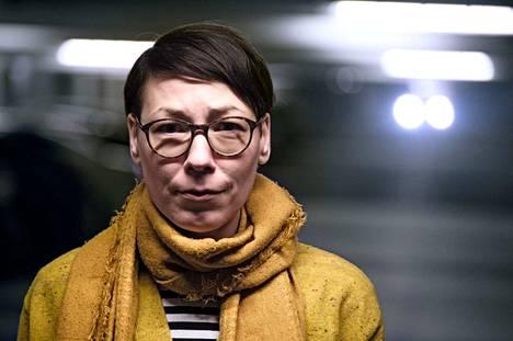Inari Aaltojärvi on yhteiskuntatieteiden tohtori Tampereen yliopistosta pääaineenaan sosiologia. 41-vuotiaana hän päätti vaihtaa akateemisen työn yritysmaailmaan. Työnhaku osoittautui hankalaksi.