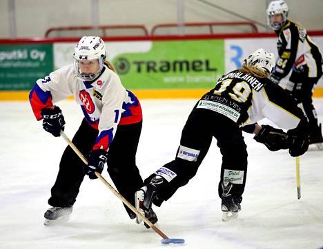 Miranda Uusi-Kämppä teki maalin ja syötti kaksi NoU:n hakiessa sarjapisteet Lapinlahdelta tiukan taistelun jälkeen maalein 6-7.