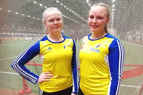 Nilla Rättyä (vas.) ja Sanni Kuparinen kilpailivat Janakkalan Janan paidoissa lauantaina Porissa.