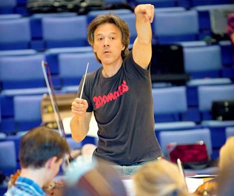 Kapellimestari Jukka Iisakkila on toiminut alusta lähtien Sääksmäki Soi!:n taiteellisena johtajana.