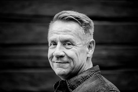 Olli Lindholm oli kuollessaan 54-vuotias.