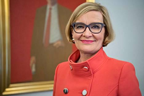 Eduskunnan puheenjohtaja Paula Risikko pitää sopeutumiseläkkeiden lakkaamista historiallisena päätöksenä.